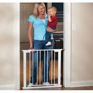Auto Close Center Gateway Baby/Pet Gate by KidCo Baby